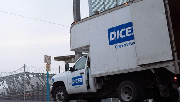 Camion DICEX en aduana