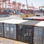 Personal en puerto de carga en Manzanillo