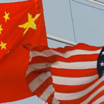 Bandera de China y Estados Unidos ondean
