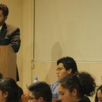 Ejecutivo en sesión estudiantil