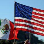 Bandera de México y EU ondean juntas